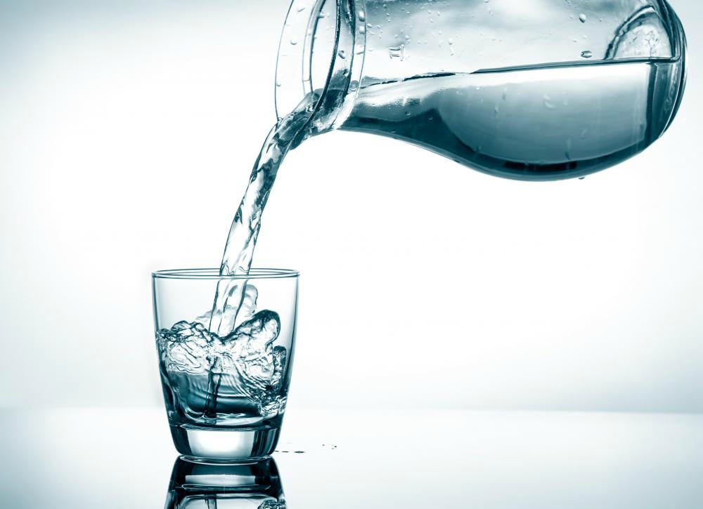 jug-into-water-glass